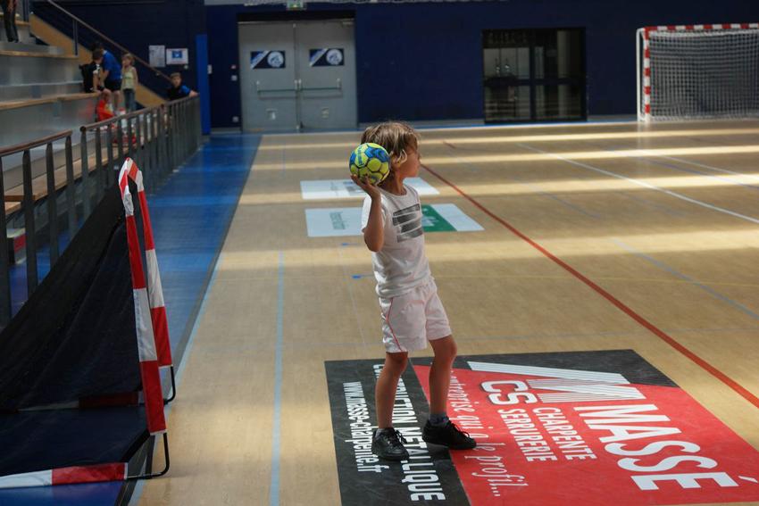 baby hand pouzauges vendee handball