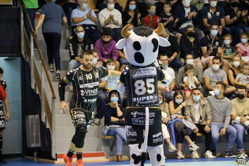 pouzauges-vendee-handball-pvhb-furia-mascotte marguerite